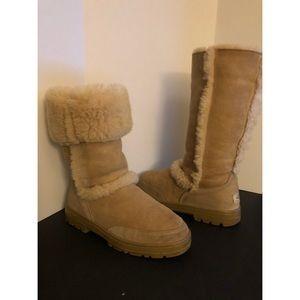 UGG 'Sundance' boots in sand, Sz. 8
